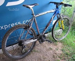 Mountain bike ammortizzata