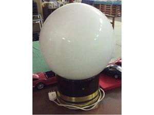 Lampada da tavolo con base legno e sfera vetro