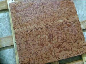 Piastrelle in marmo rosso di Verona patinato