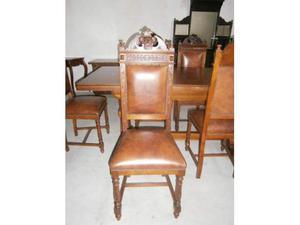 Sedie in stile antico e seduta in pelle