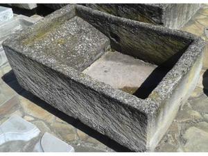 Vasi in pietra,colonne e capitelli