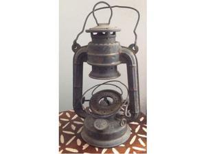 Antica lanterna lucerna a petrolio da restaurare originale