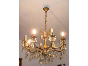 Lampadario di ottone dorato con 8 luci e gocce di cristallo
