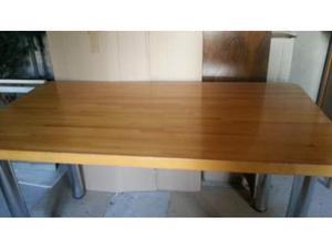 Tavolo in legno massiccio di faggio lamellare