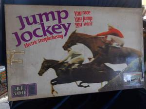Giocattolo d.epoca corse dei cavalli