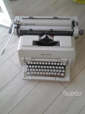 Macchina da scrivere vintage Olivetti