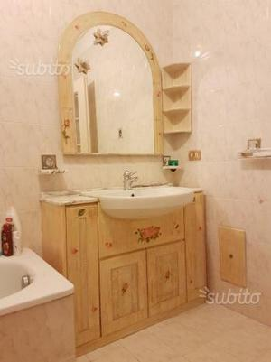 Mobile da bagno inclusi specchio,lavabo,plafoniera