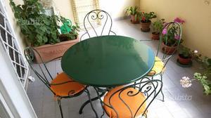 Mobili da giardino in ferro battuto verniciato