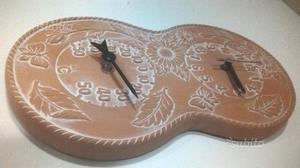 Orologio in terracotta con barometro - 37x21 cm