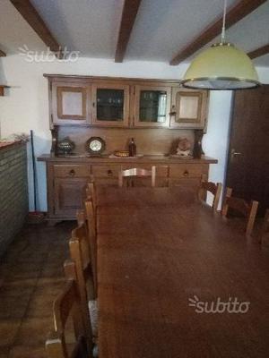 Tavolo e credenza in legno da taverna