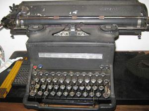 Macchina da scrivere Olivetti M40/3