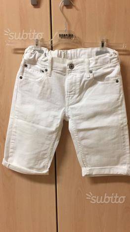 Pantaloni corti da ragazzo. Taglia 152 cm