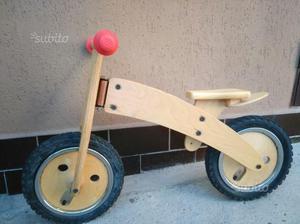 Bicicletta senza pedali in legno per bambino a
