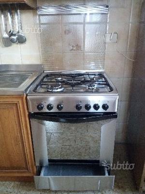 Cucina indesit con forno elettrico posot class - Cucine a gas indesit ...