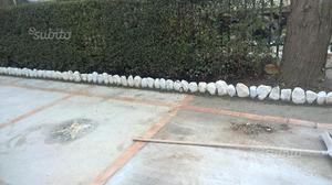 Pietre per delimitare aiuole giardino posot class for Pietre bianche per giardino