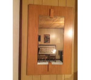 Specchio con bella cornice in legno