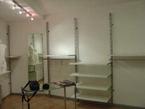 Arredamento completo per negozio di abbigliamento