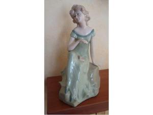 Statuina di donna in porcellana d'avila rex valencia spain