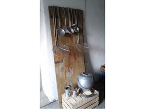 Stoviglie vintage in alluminio e acciaio