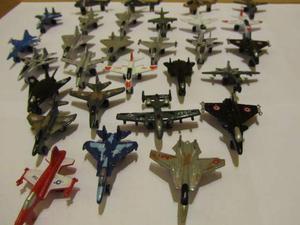 Modellini in metallo d'aerei e elicotteri