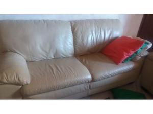 2 divani, uno da tre posti e uno da due