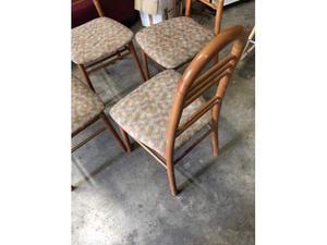 4 Sedie in legno con seduta rivestita in tessuto