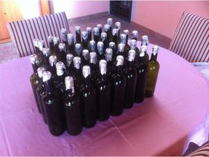 Bottiglie vuote per imbottigliamento vino.