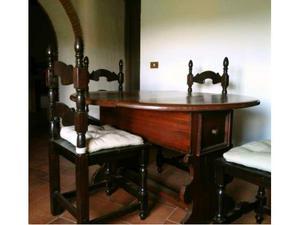 Tavolo con 4 sedie interamente in legno massello
