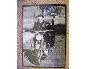 Foto su tavola in legno di elvis presly con moto -