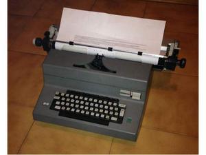 Macchina da scrivere Olivetti Editor 4G
