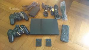 PlayStation 2 (slim) con 100 giochi e accessori