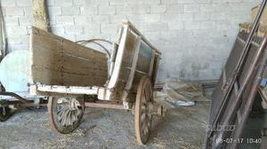 Carretto in legno a due ruote più tre botti legno