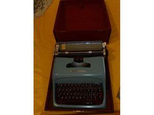 Macchina da scrivere Olivetti Studio 44 con custodia, come