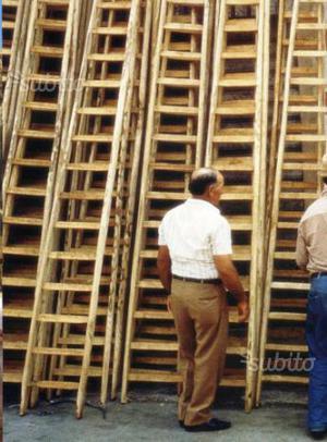Scale in legno di castagno