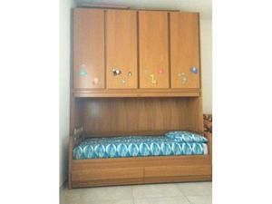 Cameretta con letto, materasso, armadio a ponte e scrivania