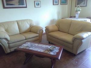 Coppia di divani in vera pelle in ottime condizioni