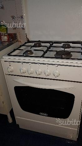 Cucina De Longhi 4 fuochi forno elettrico