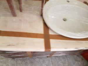 Lavabo da bagno in marmo senza un graffio