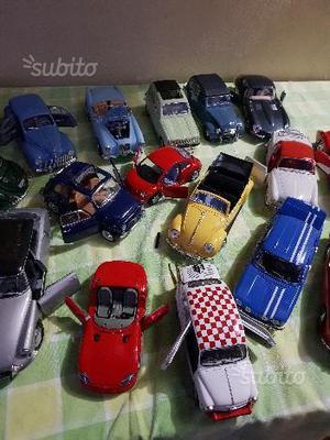 Modellini auto d'epoca in latta