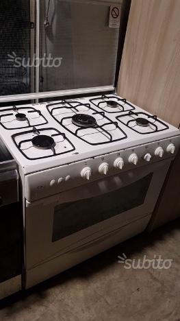 Cucina 5 fuochi con forno a gas