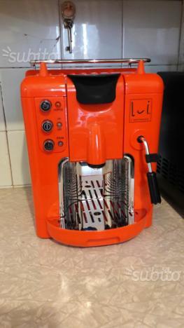 Macchinetta del caffè e cappuccino