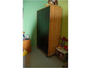 Armadio in legno due ante 4 cassetti e letto a doghe
