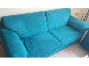 Due divani da 3 posti ciascuno