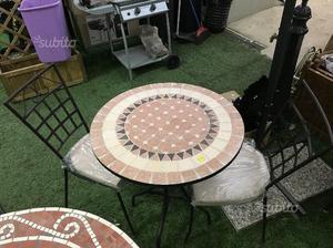 Tavoli E Sedie Da Giardino In Ferro.Tavolo E Sedie In Ferro E Mosaico In Ceramica Posot Class