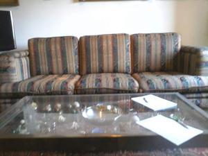 Vendo coppia di divani a due e tre posti, in broccato