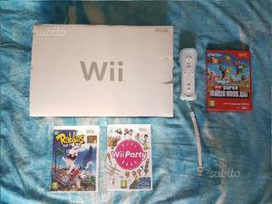 Nintendo Wii bianco con 4 giochi