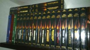 19 film in VHS originali della serie 007