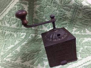 Antico Macinino Tre spade in ferro