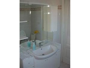 Mobile specchio e lavabo bagno
