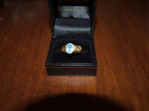 Anello in oro con pietra centrale